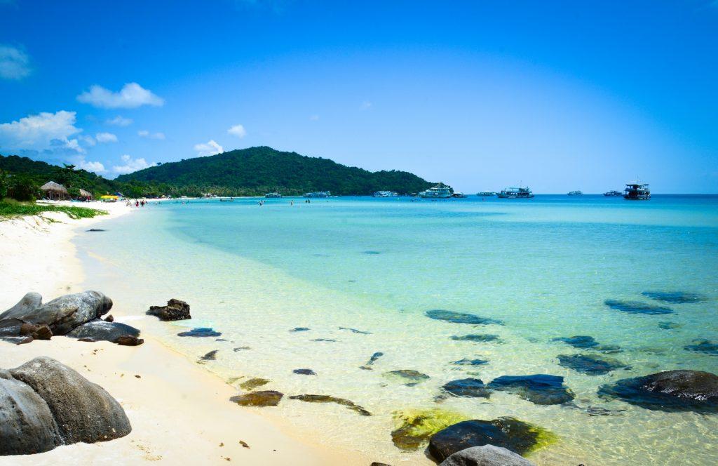 Bãi Trường – bãi biển cát vàng mịn thu hút du khách gần xa